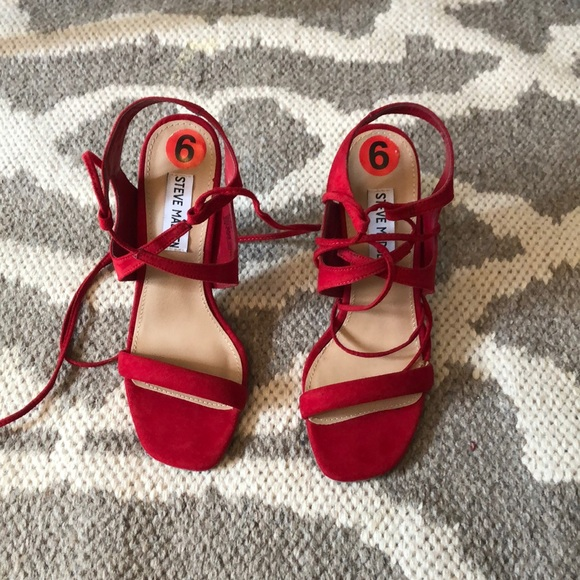 STEVE MADDEN red heel in perfect condition- size 6